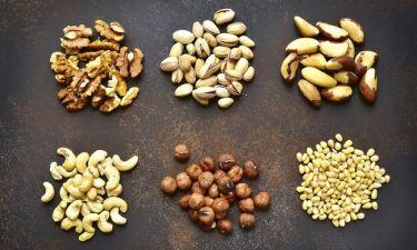 Καρκίνος παχέος εντέρου: Πόσο μειώνουν τον κίνδυνο υποτροπής & θανάτου οι ξηροί καρποί