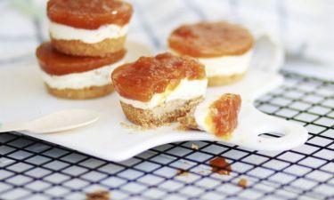 Η συνταγή του Σαββατοκύριακου: Cheesecake σε μπουκίτσες με μαρμελάδα ροδάκινο