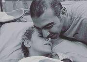 Έγιναν γονείς! Η τρυφερή φωτό: «Σήμερα γεννήθηκα ξανά μαζί με την κόρη μας»
