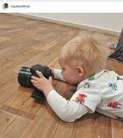 Ο γιος του μεγάλωσε και έχει ταλέντο με τη φωτογραφία
