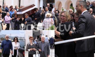 Το τελευταίο «αντίο» στον Λευτέρη Καπώνη – Συγκλονισμένοι η σύζυγος και τα παιδιά του