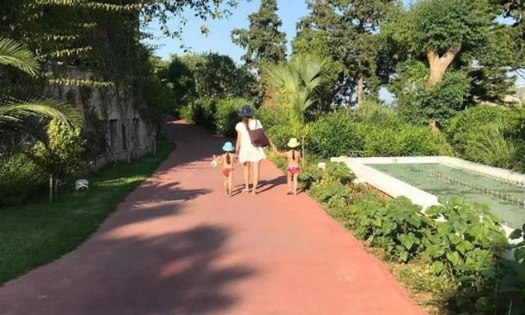 Η Σταματίνα Τσιμτσιλή με τις κόρες της στην Κρήτη για τριήμερο