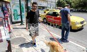 Γιώργος Μαυρίδης: Βόλτα στο κέντρο της Αθήνας με την… αγαπημένη του