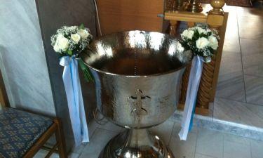 Το ζευγάρι της ελληνικής showbiz βαφτίζει τον γιο του με... τέσσερις νονούς!