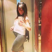 Ελληνίδα ηθοποιός ποζάρει για μια selfie με φουσκωμένη κοιλίτσα
