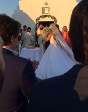 Οι πρώτες εικόνες από τον γάμο της Δούκισσας Νομικού με τον Δημήτρη Θεοδωρίδη στη Μύκονο