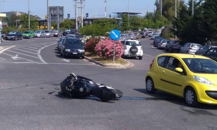 Έλληνας παρουσιαστής ενεπλάκη σε τροχαίο. Η αγωνία για τον μοτοσικλετιστή που χτύπησε και η οργή
