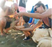 Δείτε τους Μακρυπούλια – Μουτσινά να παίζουν στην παραλία με τον Τότσικα junior