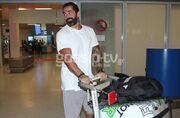Επέστρεψε στην Ελλάδα ο Μπο. Οι πρώτες εικόνες από το αεροδρόμιο