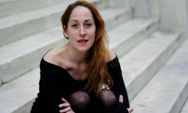 Κόρα Καρβούνη: «Καμία κοινωνία δεν δέχεται το ξένο, επειδή ξυπνάει συναισθήματα που δεν θες να δεις»