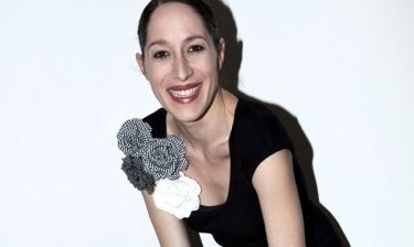 Κόρα Καρβούνη: «Τις «ευκολίες» και τα σιγουράκια τα θεωρώ αντιερωτικά και αντιδημιουργικά»