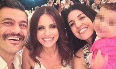 Η selfie της οικογένειας Κρητικού με τη νύφη, Ελένη Καρποντίνη