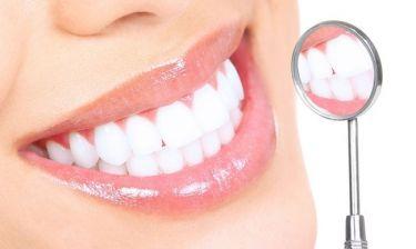 Ποιες τροφές βοηθούν να έχεις λευκά δόντια!