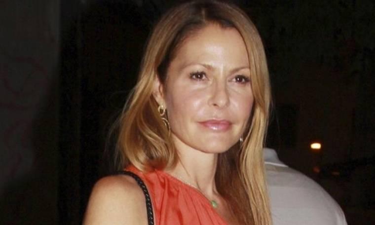 Τζένη Μπαλατσινού: «Κόβει ανάσες» στα 46 της με «καυτό» σορτς και μαγιό
