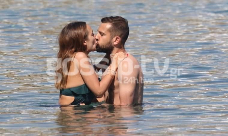 "Jordi Alba: ""Καυτά"" φιλιά στην Μύκονο"