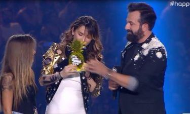 MAD VMA: Η Πάολα με την κόρη της παρέλαβε το βραβείο της