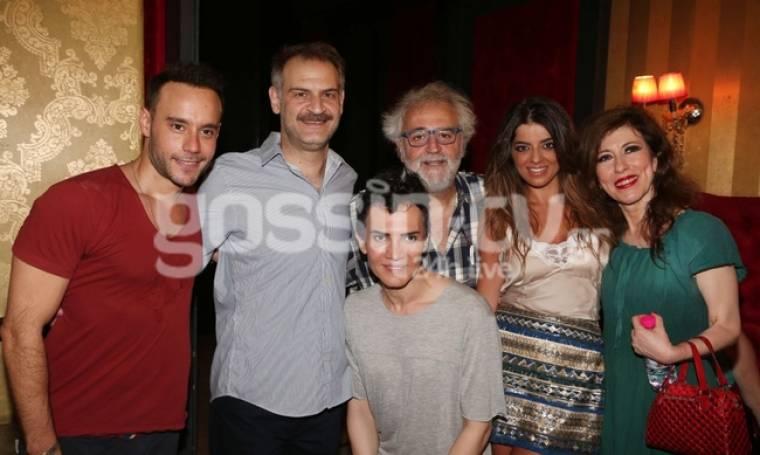 Κοσμοσυρροή στην πρεμιέρα της παράστασης «Γιε μου που πας» στο θέατρο Αθηνά