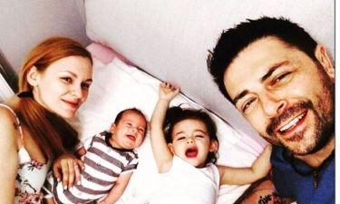 Γιώργος Χειμωνέτος - Εύα Μουρτζάκη: Ξέγνοιαστες στιγμές με τα παιδιά τους