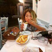 Ουπς! Η Μαρία Ηλιάκη και ψεύδεται και τρώει!