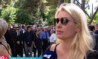 Συντετριμμένη η Μενεγάκη στη κηδεία του Κυριακού: «Του οφείλω πολλά»