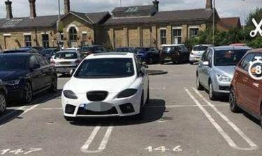 Έπιασε 4 θέσεις πάρκινγκ: Αυτός είναι ο πιο εγωιστής οδηγός της Μεγάλης Βρετανίας (Pic)