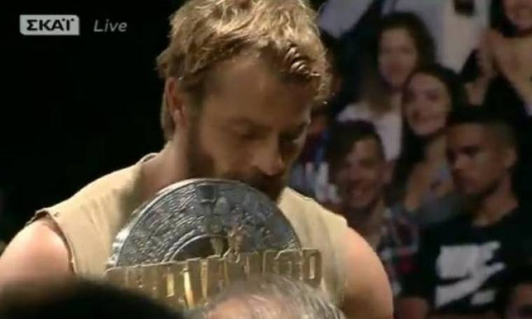 Survivor νικητής: Δείτε σε ποια έδωσε o Αγγελόπουλος το κύπελλο του ριάλιτι