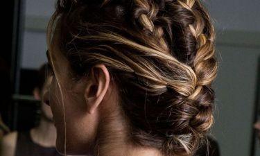 Καλεσμένη σε γάμο ή βάφτιση σε νησί: 10+1 χτενίσματα που μπορείς να κάνεις