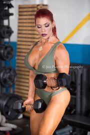 Ελληνίδα τραγουδίστρια το τερμάτισε: Στο γυμναστήριο με ψηλοτάκουνα!