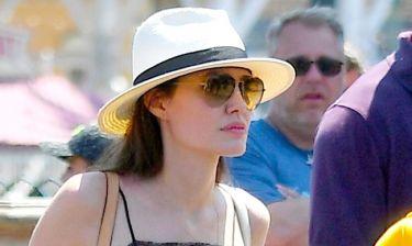 Jolie: Ταξίδι με τα παιδιά της στην Disneyland