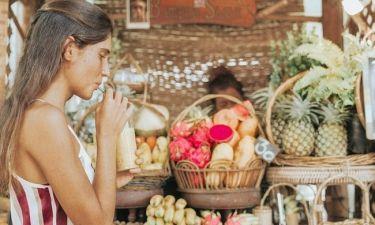 Τι να φας, λίγες μέρες πριν τις διακοπές, για να «ξεφουσκώσει» η κοιλιά σου