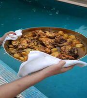 Αργύρης Αγγέλου: Βουτιές με την Ρούλα Κορομηλά και φαγητό από τα χεράκια της