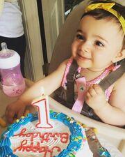 Καλομοίρα: Η κόρη της έγινε ενός έτους! Δείτε την μικρή να σβήνει το πρώτο της κεράκι
