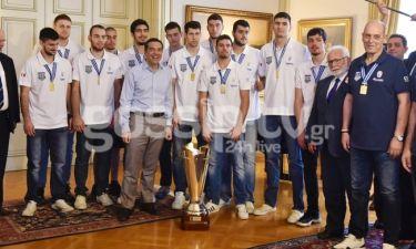 Ο Αλέξης Τσίπρας υποδέχτηκε την «χρυσή» Εθνική Ομάδα Μπάσκετ Νέων