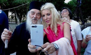 Η selfie της Ελένης με τον Γέροντα Ευδόκιμο