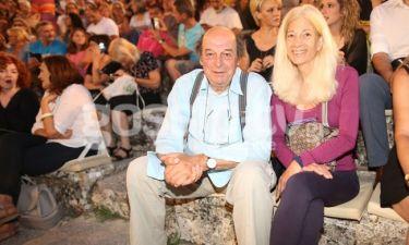 Μανουσάκης: Με την σύζυγό του στο θέατρο