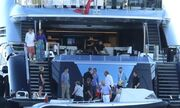 Πρίγκιπας Κάρολος-Καμίλα Πάρκερ: Στο σκάφος των Θόδωρου και Γιάννας Αγγελοπούλου