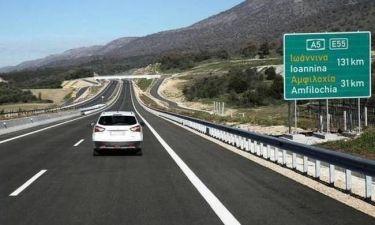 Ιόνια Οδός: Τρόμος για χιλιάδες οδηγούς - Ανεγκέφαλοι πετούν πέτρες στα αυτοκίνητα