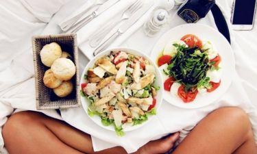 Εάν θέλεις να χάσεις βάρος, σταμάτα να τρως αυτές τις τροφές πριν πας για ύπνο