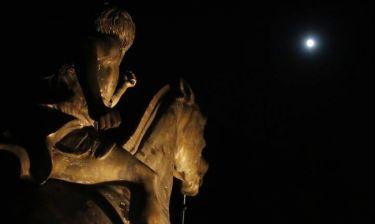 Αυγουστιάτικη πανσέληνος και μερική έκλειψη Σελήνης τη Δευτέρα