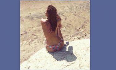 Αυτή είναι η πιο σέξι παρουσιάστρια του Epsilon - Ποζάρει topless και «προκαλεί εγκεφαλικά»