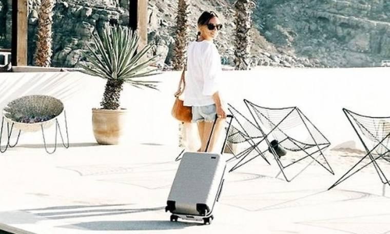 Σου λέμε πώς να πακετάρεις τα ρούχα σου ώστε η βαλίτσα σου να είναι πάντα ελαφριά
