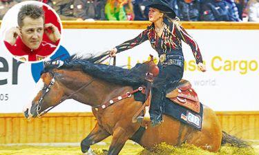 Η κόρη του Σουμάχερ καβάλα στο άλογο