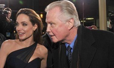 Τρεις μήνες μετά την τελευταία τους εμφάνιση, η Angelina Jolie απολαμβάνει βόλτα με τον μπαμπά της