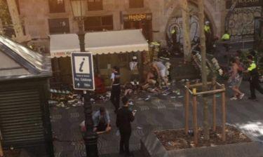 ΤΩΡΑ: Συναγερμός στη Βαρκελώνη - Φορτηγό έπεσε πάνω σε πλήθος