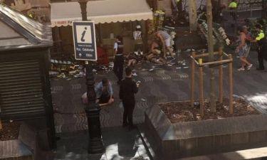 Τρομοκρατική επίθεση Βαρκελώνη: Πολλοί οι νεκροί  – Σκληρά βίντεο από τον δρόμο της φρίκης
