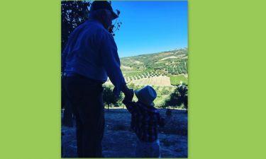 Παππούς και εγγονός πήγαν βόλτα στα κτήματα
