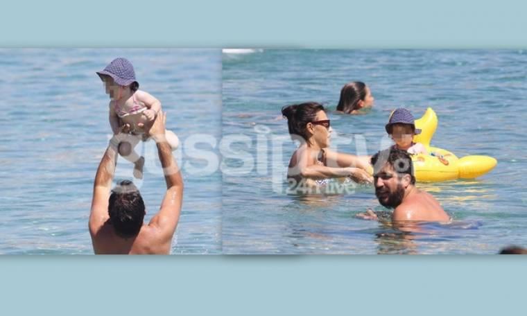 Φειδά- Ανδρίτσος: Τα παιχνίδια με την κόρη τους στην παραλία