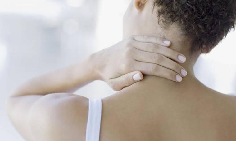 Πόνος στον αυχένα: Η άσκηση που θα σας ανακουφίσει σε μόλις 1 λεπτό!