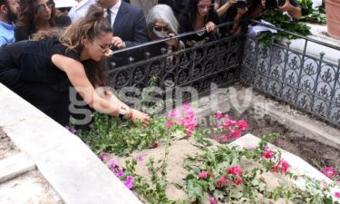 Κηδεία Λάσκαρη: Τα σπαρακτικά λόγια της Ζένιας στο τελευταίο «αντίο» της γιαγιάς της