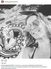 Εβελίνα Παπούλια: Στην παραλία με την 18χρονη κόρη της